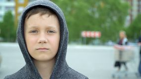 Portr?t eines 8-j?hrigen Jungen, volles hd Video stock footage