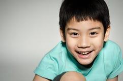Portrade av den asiatiska gulliga pojken Arkivfoto
