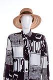 Portrain des Mannequins mit fantastischem Hemd und Sommerhut Stockfotografie