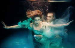 Portrair of young dancing couple underwater Stock Photography