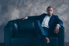 Portrait à lui il banquier en chef de type de directeur général de patron professionnel expérimenté attrayant chic chic élégant i image libre de droits