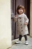 Portrait élégant urbain de petite fille Image stock