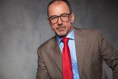 Portrait étroit d'homme d'affaires mûr bel Image stock