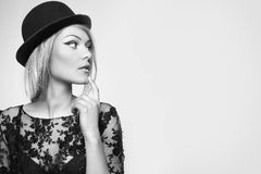 Portrait étroit d'une belle blonde Image libre de droits