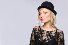Portrait étroit d'une belle blonde Image stock