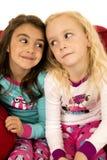 Portrait adorable de jeunes filles regardant l'un l'autre Photos stock