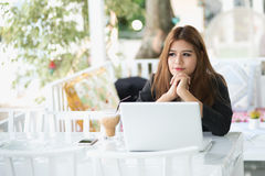 Portrait of Asia young business woman sitting in a cafe Royalty Free Stock Images