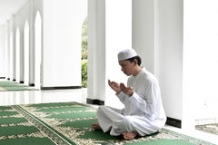 Portrait of asian muslim man raising hand and praying Royalty Free Stock Photos