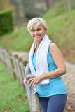 Portrait of athletic senior woman smiling after excercising Royalty Free Stock Photos