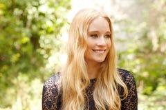 Portrait attrayant de jeune femme Photo stock
