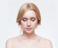 Portrait avant de la femme avec le visage de beauté Photographie stock libre de droits