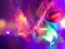 Portrait avec des ights de Noël Image stock