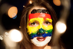 Portrait avec un art de visage sur une jeune fille la nuit avec le bokeh, Belgrade Serbie Photographie stock libre de droits