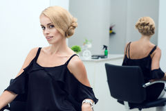 Portrait of a beautiful blond woman at the hairdresser's. Royalty Free Stock Photos
