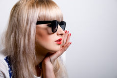Portrait of a beautiful blonde in sunglasses. Royalty Free Stock Photos