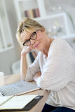 Portrait of beautiful senior woman with laptop Royalty Free Stock Photos