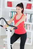 Portrait beautiful sporty young woman doing exercise Royalty Free Stock Photos
