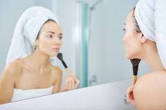 Portrait of beautiful woman applying eyeshadow Royalty Free Stock Photography