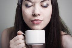 Portrait of beautiful woman drinking coffee Royalty Free Stock Photography