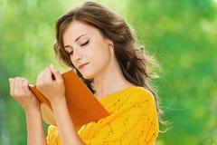Portrait beautiful woman reading Royalty Free Stock Photography