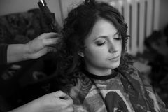 Portrait of brunette woman sitting in barber shop Royalty Free Stock Photos