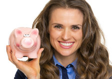 Portrait of business woman showing piggy bank Royalty Free Stock Images
