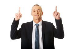 Portrait of businessman pointing upwards Royalty Free Stock Images