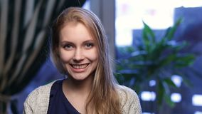 Portrait of cheerful teenage girl smiling Royalty Free Stock Photos
