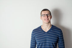 Portrait of a cheerful young man wearing glasses Royalty Free Stock Photos