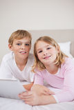 Portrait of children using a tablet computer Royalty Free Stock Photos