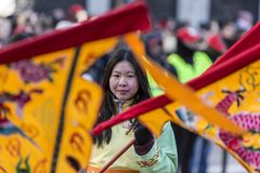 Portrait chinois de fille - défilé chinois de nouvelle année, Paris 2018 photo stock