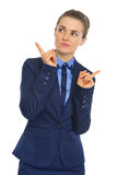 Portrait of clueless business woman pointing Royalty Free Stock Photography