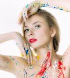 Portrait coloré de femme avec des mains près de la tête photos stock