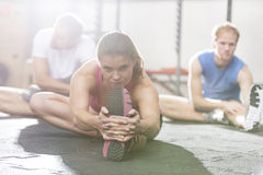 Portrait of confident woman exercising in crossfit gym Royalty Free Stock Photos