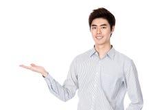 Portrait coréen asiatique est de studio de jeune homme photo stock