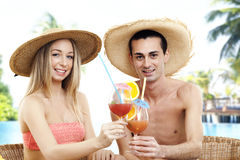Portrait of couple with cocktails Royalty Free Stock Photography
