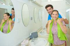 Portrait couple in communal washroom Stock Photography