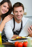 Portrait of couple in kitchen Royalty Free Stock Photos