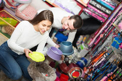 Portrait of couple purchasing pet bowls in petshop Stock Photography