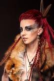 Portrait créatif d'une fille avec une couleur contrastante Photos libres de droits
