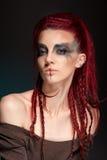 Portrait créatif d'une fille avec une couleur contrastante Photographie stock