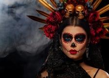 Portrait créatif de Sugar Skull sur le fond foncé avec le copyspa photo libre de droits