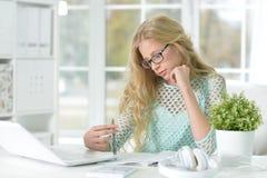 Cute teen girl doing homework Royalty Free Stock Images