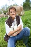 Portrait d'éleveur de femme dans la campagne Photos libres de droits