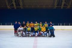 Portrait d'équipe de joueurs de hockey de glace Image stock