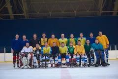 Portrait d'équipe de joueurs de hockey de glace Photos libres de droits