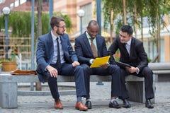 Portrait d'équipe ethnique multi d'affaires Photo stock