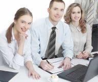 Portrait d'équipe réussie d'affaires dans le lieu de travail dans le bureau Photographie stock libre de droits