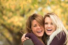 Portrait d'étreindre de mère et de fille photos libres de droits