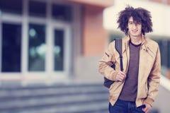 Portrait d'étudiant avec le sac à dos Image stock